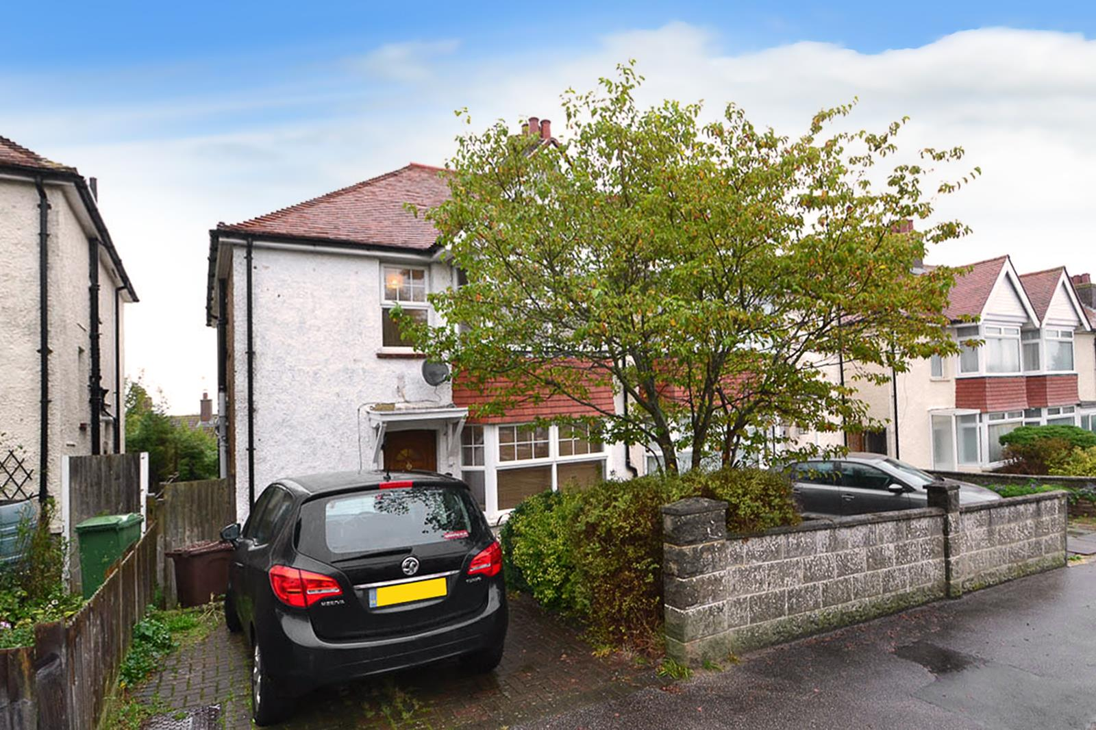 4 Bedrooms Semi Detached House for sale in Downs Avenue, Eastbourne